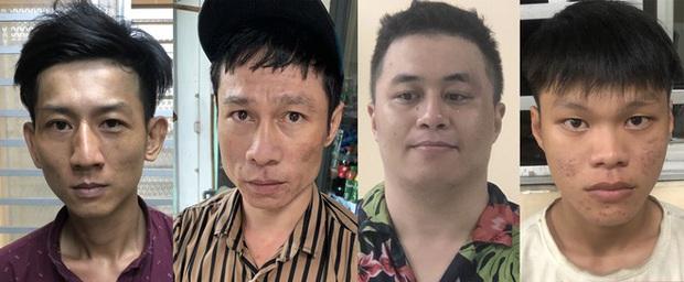 2 thanh niên tông vào xe máy 2 cô gái rồi kề dao, bóp cổ cướp tài sản ở Sài Gòn - Ảnh 2.
