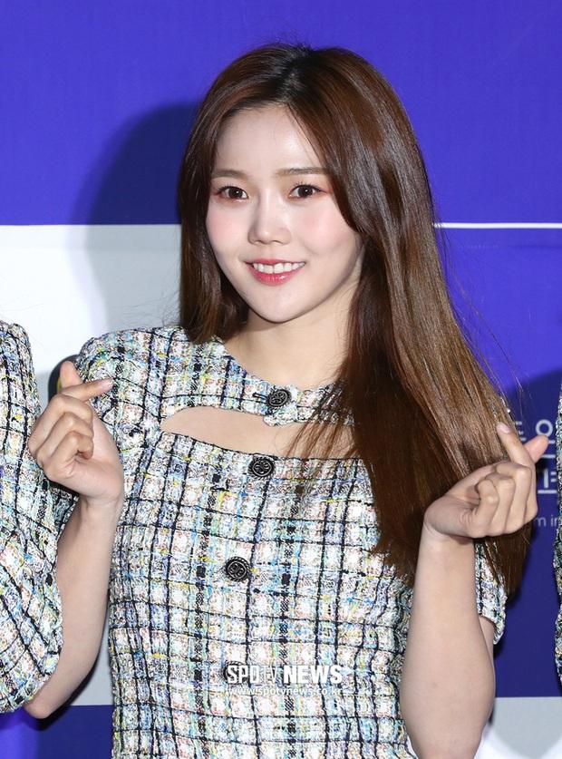 Thảm đỏ hot nhất xứ Hàn hôm nay: Tiffany (SNSD) chặt chém với đôi chân cực phẩm, Joy (Red Velvet) đẹp lấn át cả nữ thần Irene - Ảnh 17.