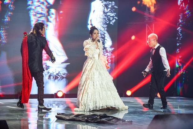 Không hẹn mà gặp, cả Rap Việt và King Of Rap tối qua đều xuất hiện tiết mục kết hợp giữa Rap và Opera - Ảnh 2.