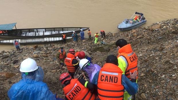 Vượt lũ đến hiện trường công nhân mất tích ở thủy điện Rào Trăng 3  - Ảnh 1.
