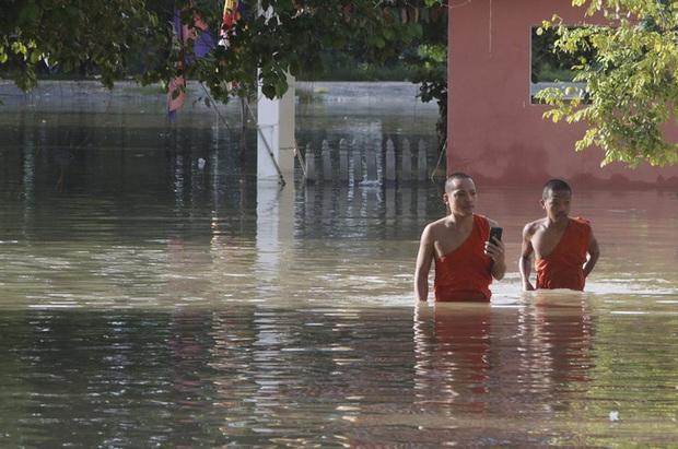 Lũ lụt nghiêm trọng ở Campuchia, hàng chục người thiệt mạng - Ảnh 1.
