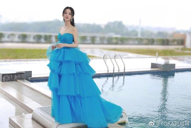 Bế mạc Kim Ưng 2020: Triệu Lệ Dĩnh bùng nổ visual bên Victoria sến sẩm, Thánh lố hoá công chúa giữa dàn mỹ nam - Ảnh 3.