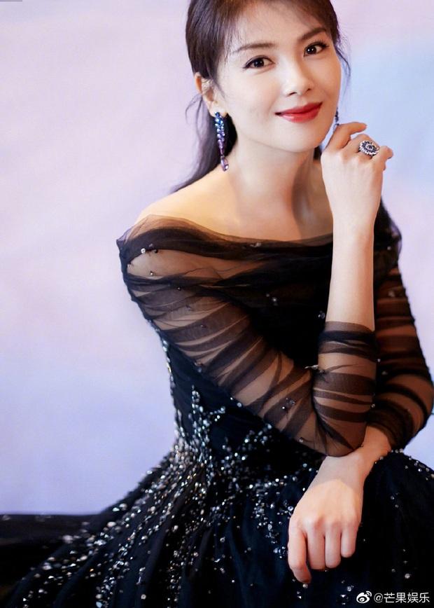 Bế mạc Kim Ưng 2020: Triệu Lệ Dĩnh bùng nổ visual bên Victoria sến sẩm, Thánh lố hoá công chúa giữa dàn mỹ nam - Ảnh 28.