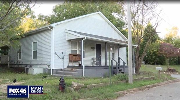 Thấy người đàn ông hiền lành tốt bụng thường đưa con gái đi học mỗi ngày, hàng xóm không ngờ có sự thật kinh khủng ẩn giấu sau cánh cửa ngôi nhà - Ảnh 2.