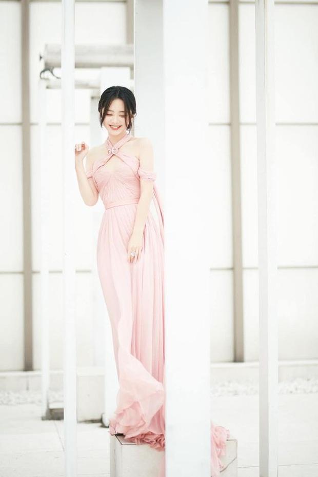 Bế mạc Kim Ưng 2020: Triệu Lệ Dĩnh bùng nổ visual bên Victoria sến sẩm, Thánh lố hoá công chúa giữa dàn mỹ nam - Ảnh 15.