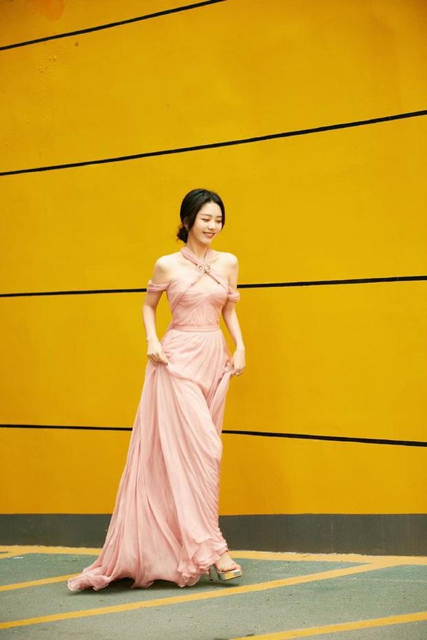 Bế mạc Kim Ưng 2020: Triệu Lệ Dĩnh bùng nổ visual bên Victoria sến sẩm, Thánh lố hoá công chúa giữa dàn mỹ nam - Ảnh 17.