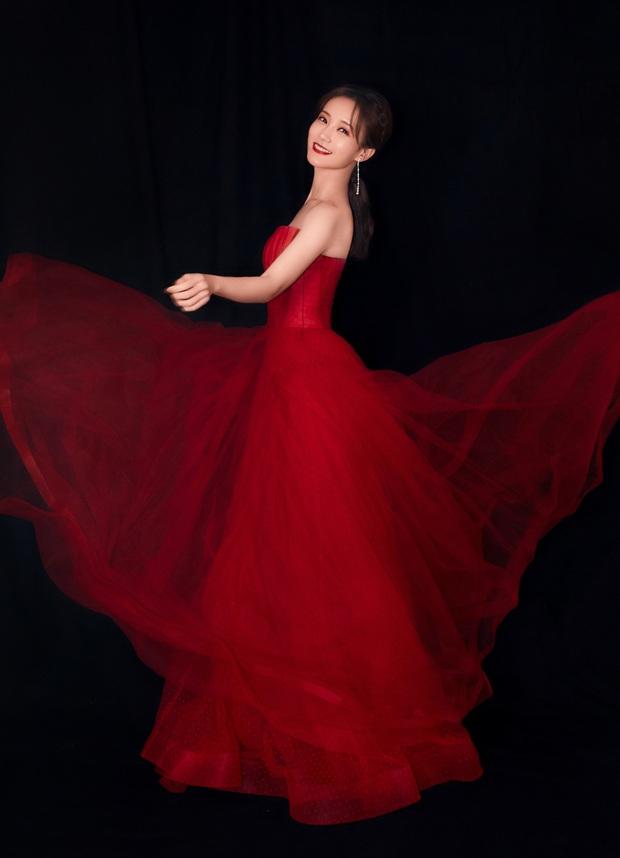 Bế mạc Kim Ưng 2020: Triệu Lệ Dĩnh bùng nổ visual bên Victoria sến sẩm, Thánh lố hoá công chúa giữa dàn mỹ nam - Ảnh 26.