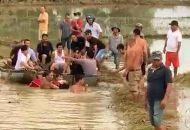 Quảng Nam: 2 học sinh bị rớt xuống cầu, 1 em tử vong - Ảnh 2.