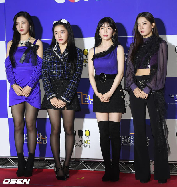 Vẫn vướng nghiệp mặc xấu, Red Velvet khiến fan kêu trời: Đây là thảm họa thời trang từ 10 năm trước bớ làng nước ơi! - Ảnh 2.