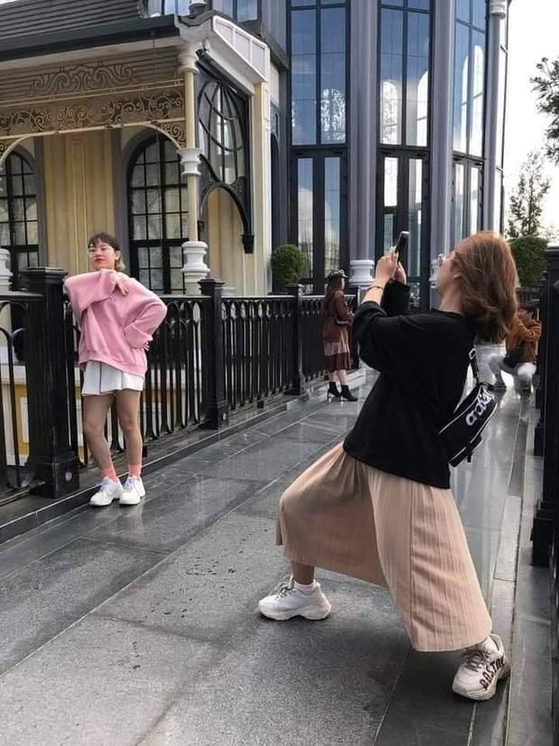 Cô gái không ngại lăn lê bò toài chụp ảnh cực có tâm cho bạn thân và cái kết sang chấn tâm lý khi được chụp lại! - Ảnh 11.