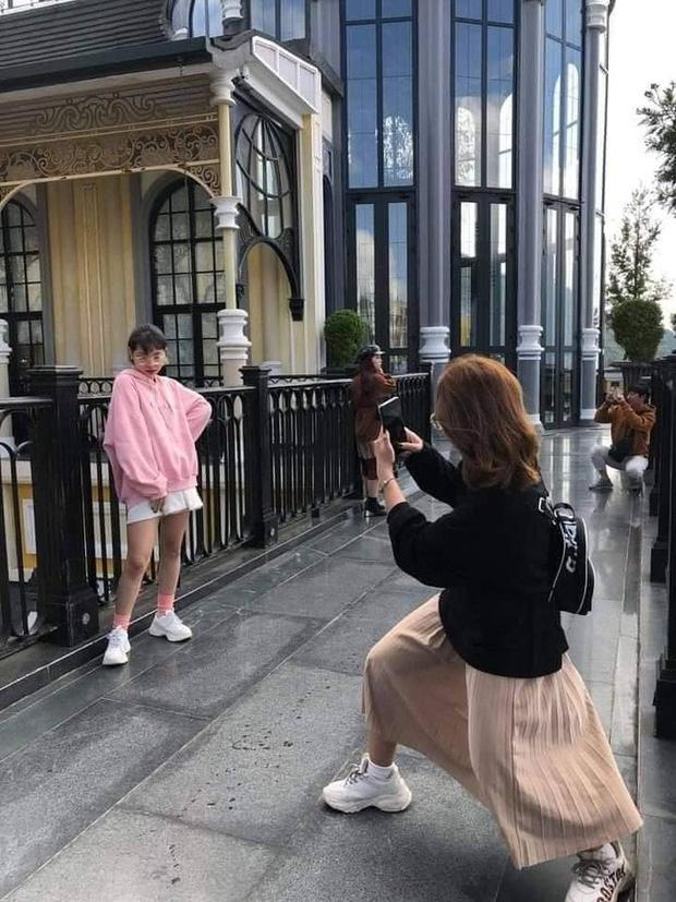 Cô gái không ngại lăn lê bò toài chụp ảnh cực có tâm cho bạn thân và cái kết sang chấn tâm lý khi được chụp lại! - Ảnh 10.