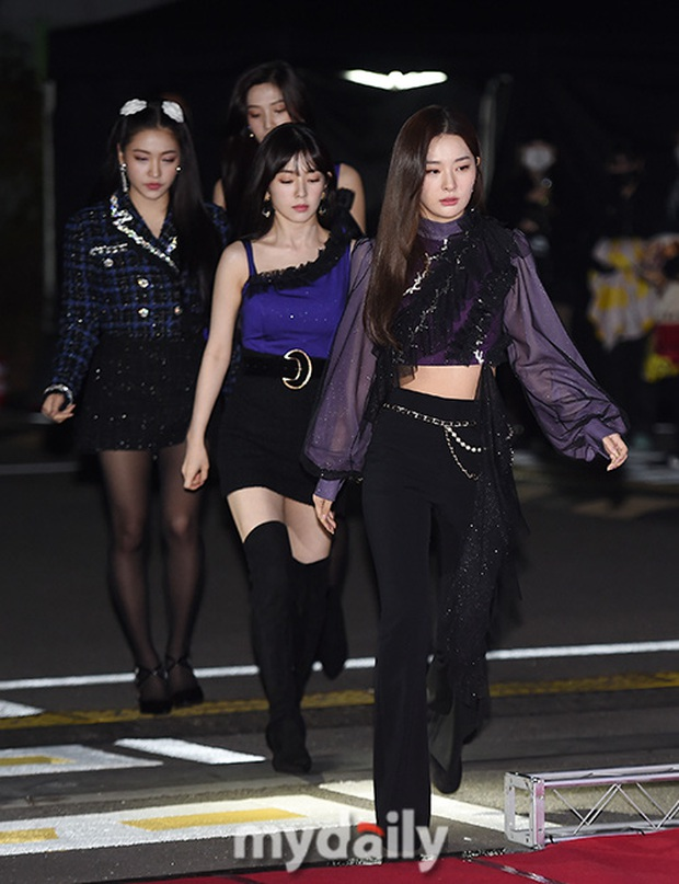 Thảm đỏ hot nhất xứ Hàn hôm nay: Tiffany (SNSD) chặt chém với đôi chân cực phẩm, Joy (Red Velvet) đẹp lấn át cả nữ thần Irene - Ảnh 6.