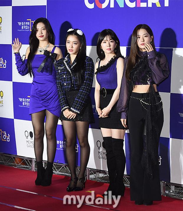 Thảm đỏ hot nhất xứ Hàn hôm nay: Tiffany (SNSD) chặt chém với đôi chân cực phẩm, Joy (Red Velvet) đẹp lấn át cả nữ thần Irene - Ảnh 7.