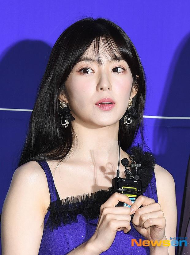 Thảm đỏ hot nhất xứ Hàn hôm nay: Tiffany (SNSD) chặt chém với đôi chân cực phẩm, Joy (Red Velvet) đẹp lấn át cả nữ thần Irene - Ảnh 9.