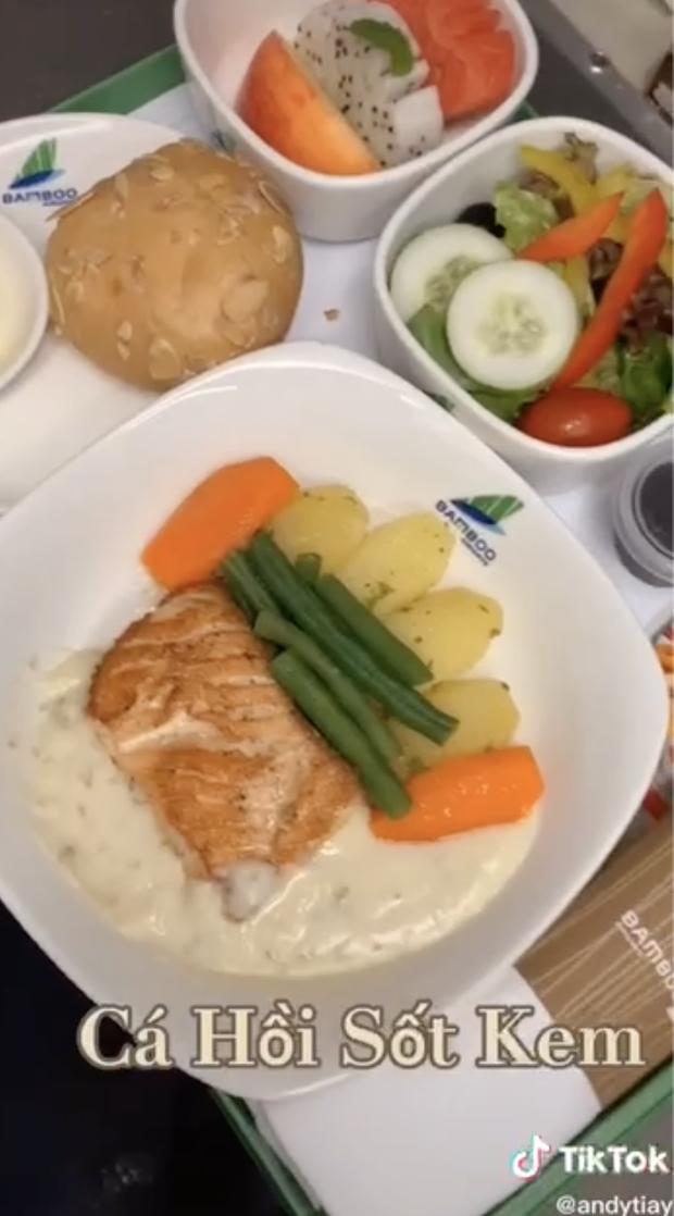Bí mật về menu đồ ăn của tiếp viên hàng không được trai đẹp tiết lộ, ai xem xong đều há hốc mồm vì sự thật bấy lâu nay đã sáng tỏ - Ảnh 3.