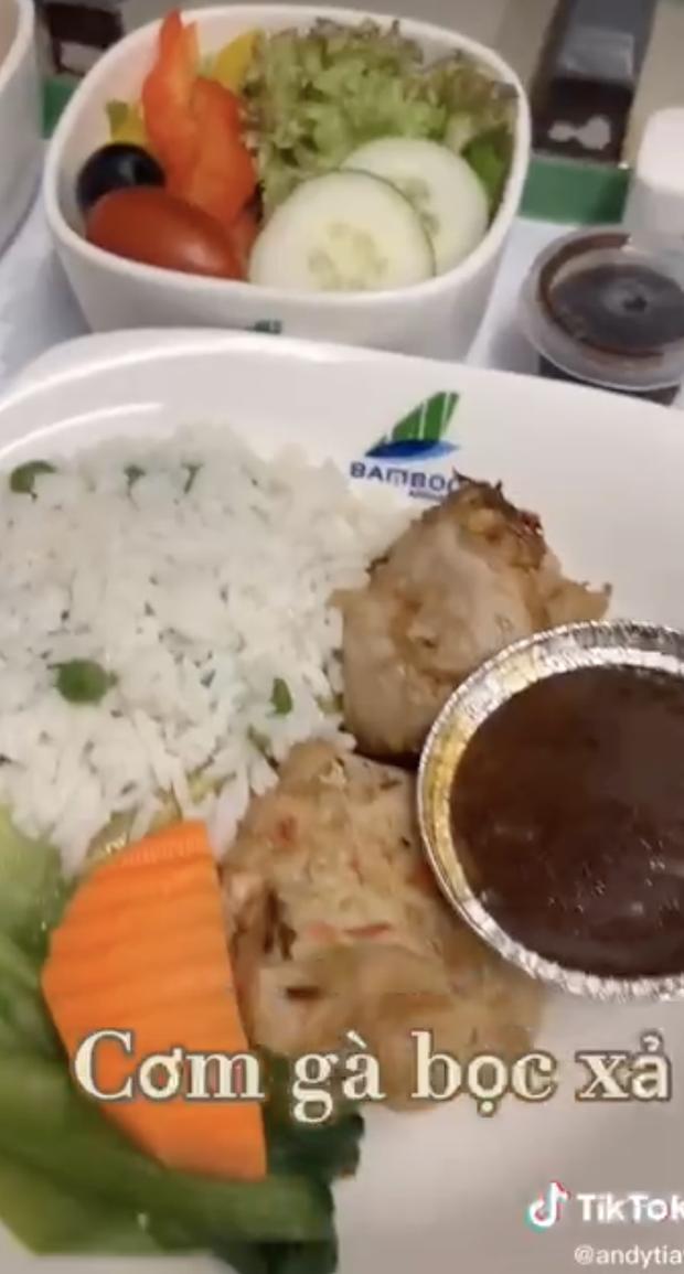 Bí mật về menu đồ ăn của tiếp viên hàng không được trai đẹp tiết lộ, ai xem xong đều há hốc mồm vì sự thật bấy lâu nay đã sáng tỏ - Ảnh 4.