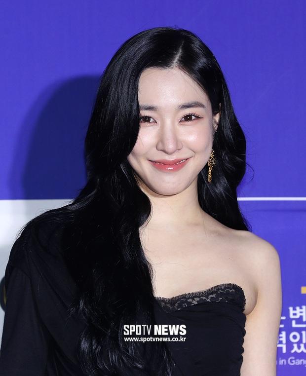 Thảm đỏ hot nhất xứ Hàn hôm nay: Tiffany (SNSD) chặt chém với đôi chân cực phẩm, Joy (Red Velvet) đẹp lấn át cả nữ thần Irene - Ảnh 4.