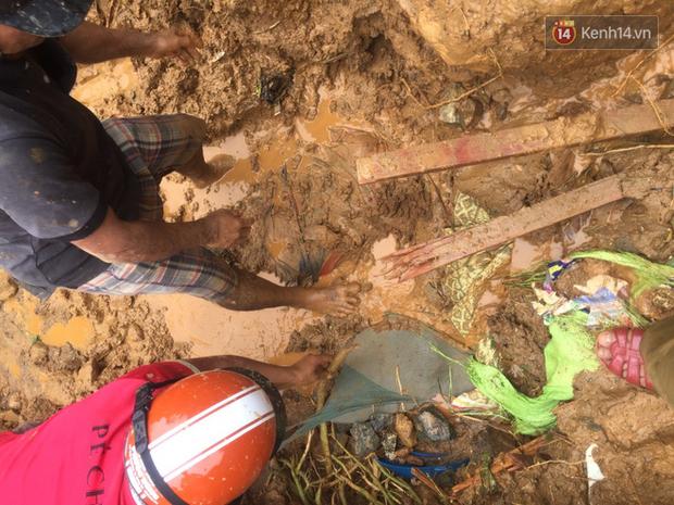 Ảnh: Hiện trường vụ sạt lở đất kinh hoàng khiến 6 người trong gia đình bị vùi lấp, tử vong - Ảnh 6.