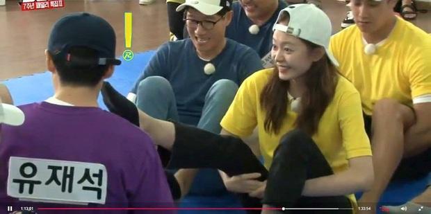 Những lần Jeon So Min chiếm sóng, bạo lực với loạt khách mời: Từ nắm tóc nữ idol kéo lê xềnh xệch đến đạp mạnh BLACKPINK - Ảnh 9.