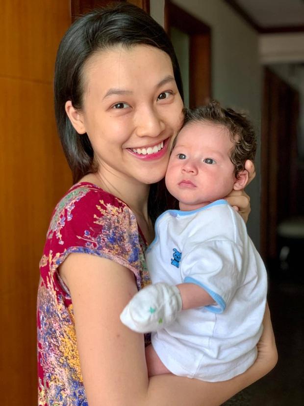 Hoàng Oanh khoe ảnh gia đình ở Singapore, nhóc Tây mắt hí chưa gì đã được dự đoán là hotboy tương lai Vbiz - Ảnh 4.