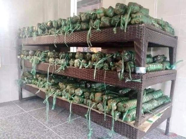 Người dân nhiều tỉnh thành chung tay gói hàng ngàn chiếc bánh chưng, bánh tét cứu trợ khúc ruột miền Trung - Ảnh 8.