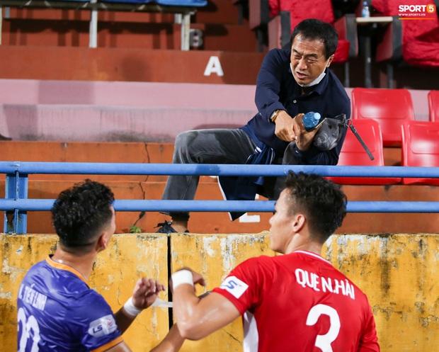 Quế Ngọc Hải bị trợ lý HLV tuyển Việt Nam doạ đánh vì chơi xấu đàn em - Ảnh 2.