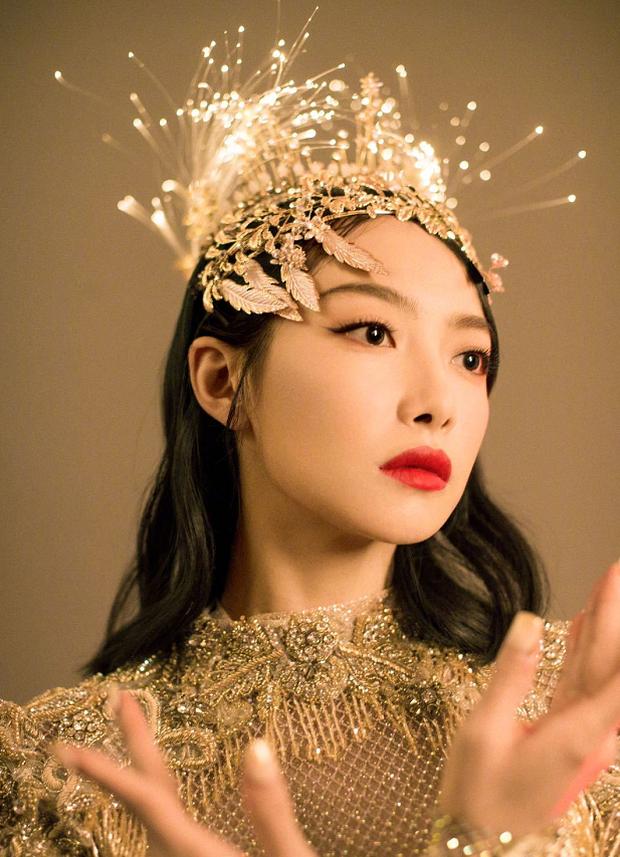 3 mỹ nhân thị phi nhất Kim Ưng 2020: Victoria ké fame loạt mỹ nam, Đồng Dao ngoại tình, bê bối nhất là Triệu Lệ Dĩnh - Ảnh 3.