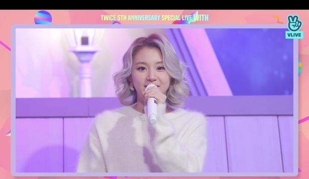 Tròn 5 năm debut, TWICE mở buổi live đặc biệt: Jeongyeon vắng mặt, các thành viên không ngại spoil ca khúc mới khiến fan sướng rơn - Ảnh 10.