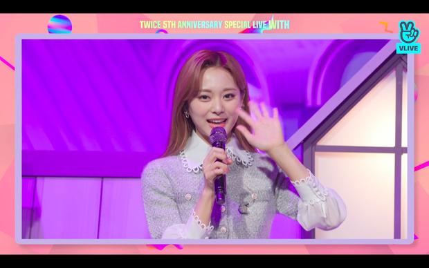 Tròn 5 năm debut, TWICE mở buổi live đặc biệt: Jeongyeon vắng mặt, các thành viên không ngại spoil ca khúc mới khiến fan sướng rơn - Ảnh 5.
