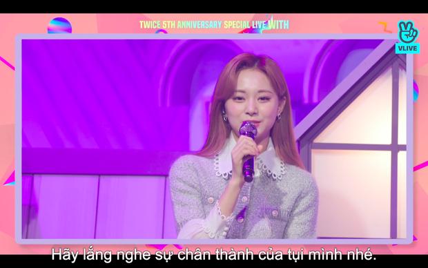 Tròn 5 năm debut, TWICE mở buổi live đặc biệt: Jeongyeon vắng mặt, các thành viên không ngại spoil ca khúc mới khiến fan sướng rơn - Ảnh 39.