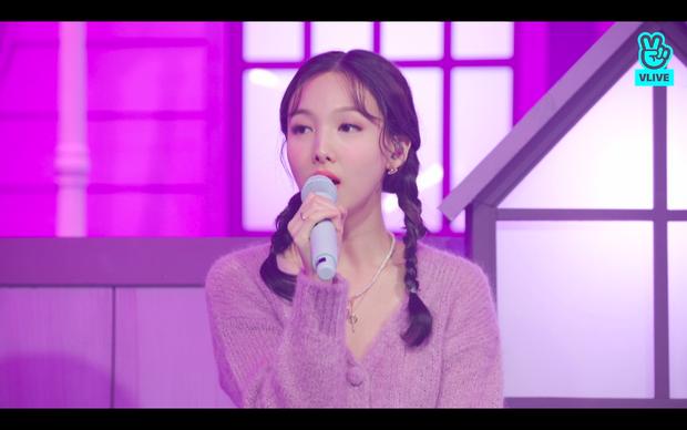 Tròn 5 năm debut, TWICE mở buổi live đặc biệt: Jeongyeon vắng mặt, các thành viên không ngại spoil ca khúc mới khiến fan sướng rơn - Ảnh 41.