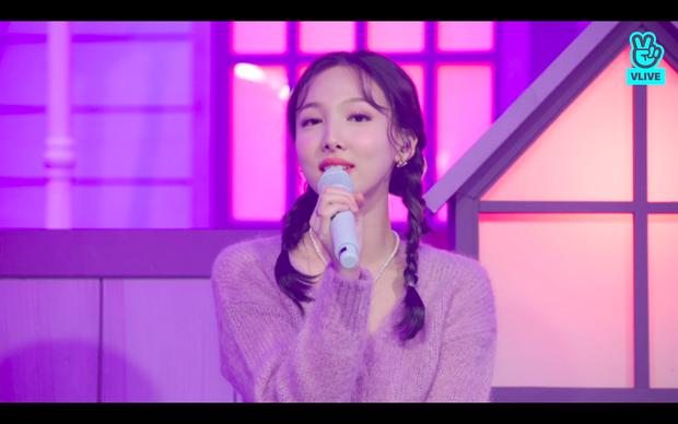 Tròn 5 năm debut, TWICE mở buổi live đặc biệt: Jeongyeon vắng mặt, các thành viên không ngại spoil ca khúc mới khiến fan sướng rơn - Ảnh 46.