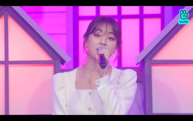 Tròn 5 năm debut, TWICE mở buổi live đặc biệt: Jeongyeon vắng mặt, các thành viên không ngại spoil ca khúc mới khiến fan sướng rơn - Ảnh 47.