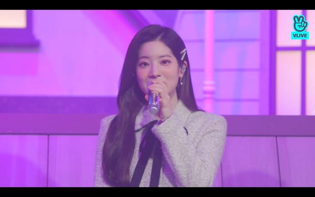 Tròn 5 năm debut, TWICE mở buổi live đặc biệt: Jeongyeon vắng mặt, các thành viên không ngại spoil ca khúc mới khiến fan sướng rơn - Ảnh 50.
