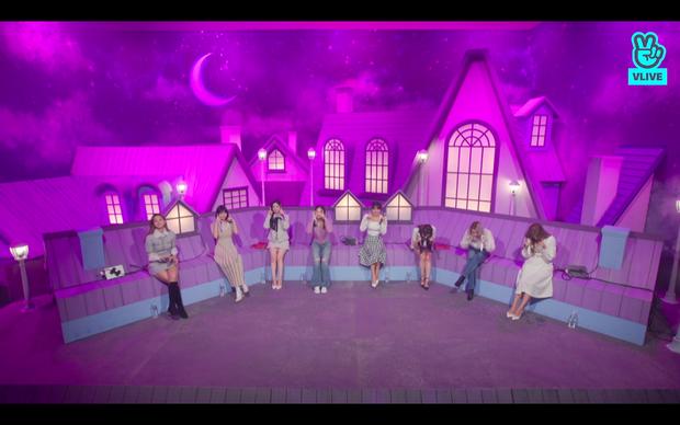 Tròn 5 năm debut, TWICE mở buổi live đặc biệt: Jeongyeon vắng mặt, các thành viên không ngại spoil ca khúc mới khiến fan sướng rơn - Ảnh 56.