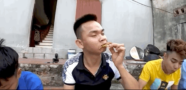 Những thánh ăn chực nhà Bà Tân Vlog khiến ai xem xong cũng bó tay: đến tận nhà vét nồi, chưa ăn đã khen ngon - Ảnh 4.