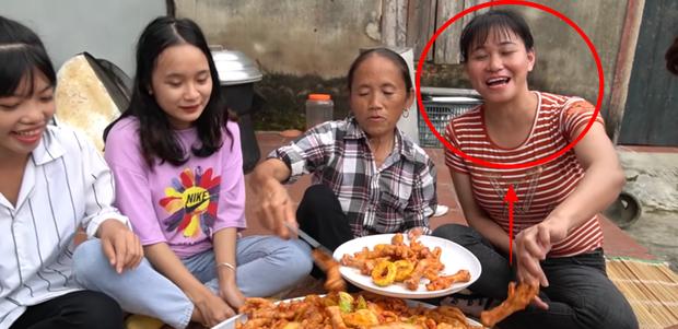 Những thánh ăn chực nhà Bà Tân Vlog khiến ai xem xong cũng bó tay: đến tận nhà vét nồi, chưa ăn đã khen ngon - Ảnh 6.