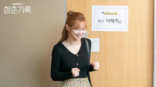 Hyeri xuất hiện ở Record Of Youth tập 13 nhưng không ghé thăm Park Bo Gum, chẳng bõ công fan Reply 1988 hóng dài cổ - Ảnh 3.