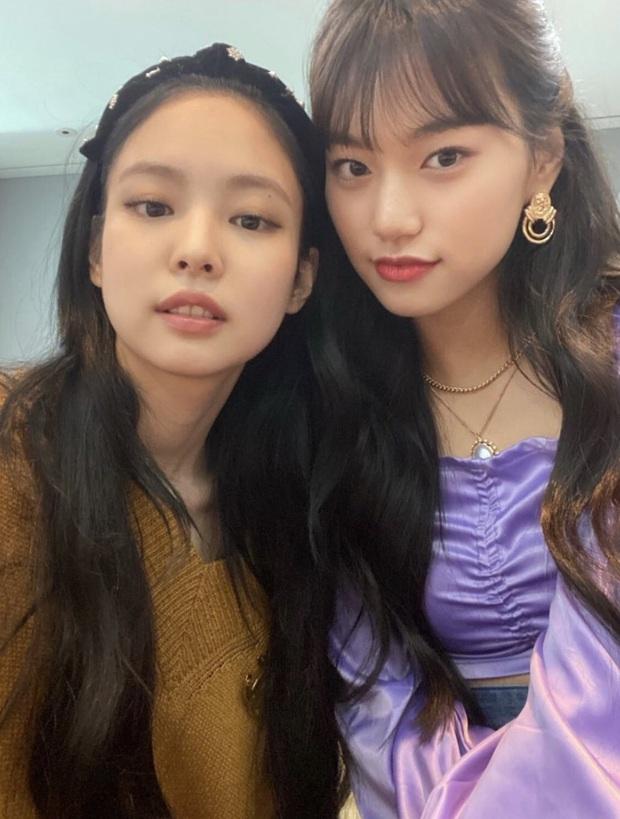 Jennie (BLACKPINK) và tiểu Jeon Ji Hyun đọ sắc cực gắt cùng khung hình, hé lộ mối quan hệ khiến dân tình phát sốt - Ảnh 4.