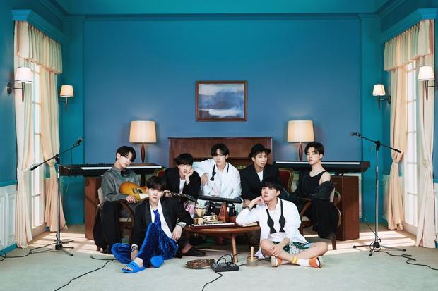 BTS đánh úp giữa đêm tung ảnh teaser comeback, fan đặc biệt chú ý đến chi tiết chất lượng kém giống TWICE - Ảnh 1.