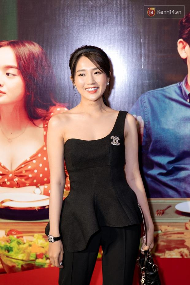 Kaity Nguyễn diện đồ kín bưng, để dàn mỹ nhân showbiz Việt chặt đẹp ở thảm đỏ Tiệc Trăng Máu - Ảnh 18.