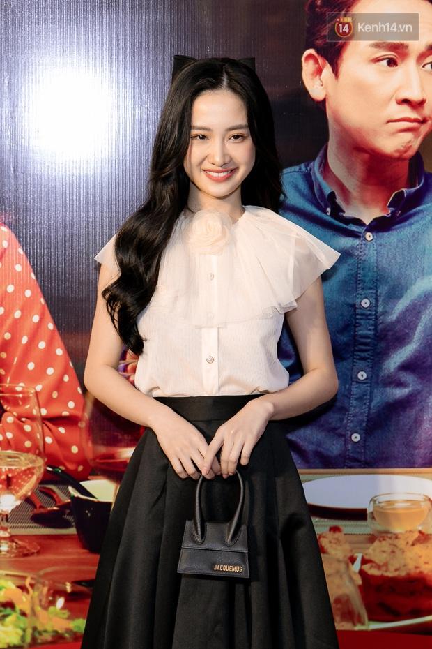 Kaity Nguyễn diện đồ kín bưng, để dàn mỹ nhân showbiz Việt chặt đẹp ở thảm đỏ Tiệc Trăng Máu - Ảnh 9.