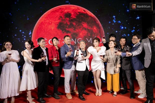 Kaity Nguyễn diện đồ kín bưng, để dàn mỹ nhân showbiz Việt chặt đẹp ở thảm đỏ Tiệc Trăng Máu - Ảnh 2.