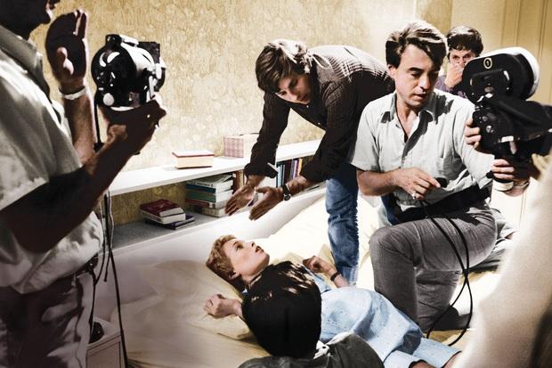 8 phim kinh dị là nỗi ám ảnh của các đoàn phim Hollywood: Rợn gáy nhất là chuỗi thảm kịch kinh hoàng đeo bám Đứa Con Của Satan - Ảnh 12.