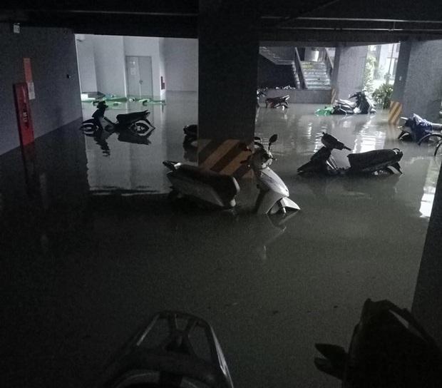 Mưa trắng trời, TP. Hà Tĩnh chìm trong ngập lụt lịch sử chưa từng có - Ảnh 16.