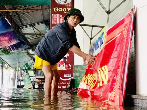 Mưa trắng trời, TP. Hà Tĩnh chìm trong ngập lụt lịch sử chưa từng có - Ảnh 4.