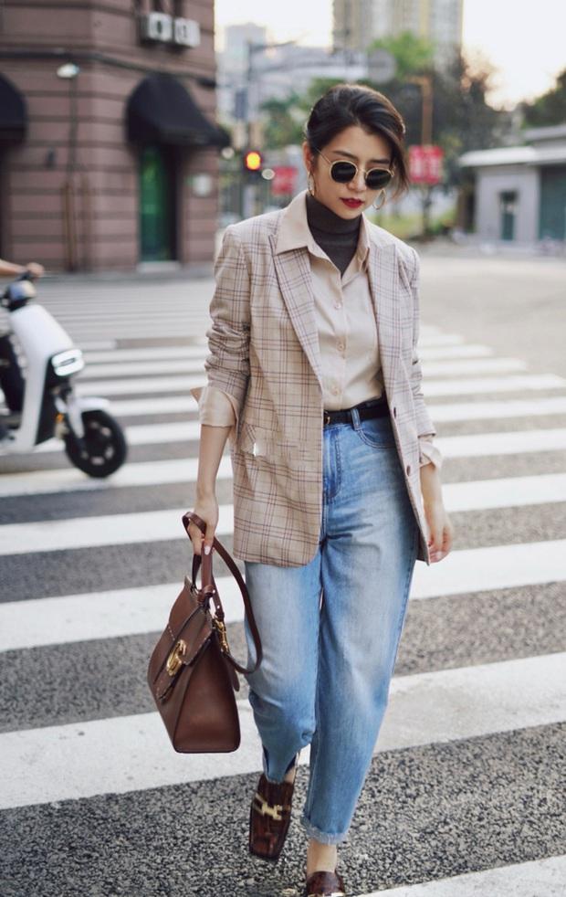 Street style châu Á: Hội chị em lên đồ đẹp hút mắt, toàn blazer và cardigan nhưng nhìn sang hết nấc - Ảnh 4.