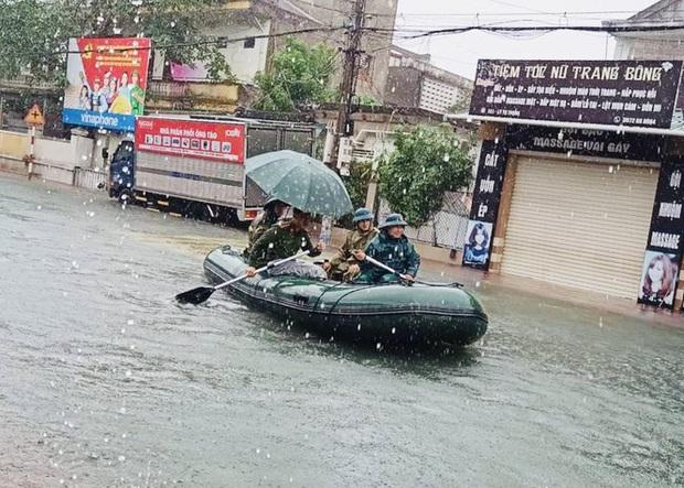 Mưa trắng trời, TP. Hà Tĩnh chìm trong ngập lụt lịch sử chưa từng có - Ảnh 6.