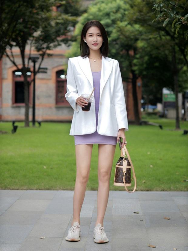 Street style châu Á: Hội chị em lên đồ đẹp hút mắt, toàn blazer và cardigan nhưng nhìn sang hết nấc - Ảnh 9.