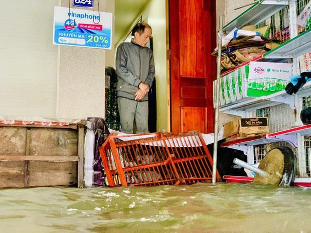 Mưa trắng trời, TP. Hà Tĩnh chìm trong ngập lụt lịch sử chưa từng có - Ảnh 11.